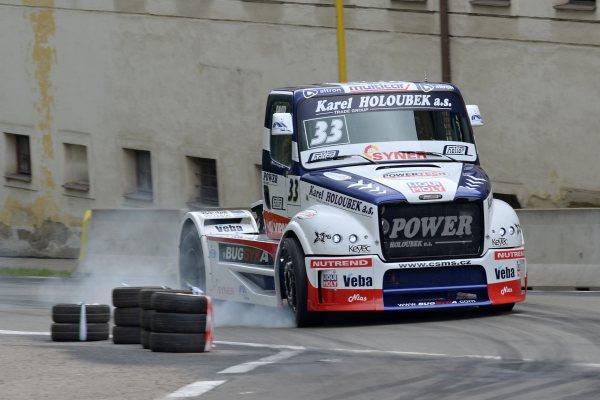 šampion David Vršecký se svým závodním kamionem Buggyra