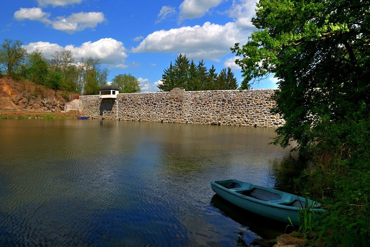 Hráz Jevišovické přehrady