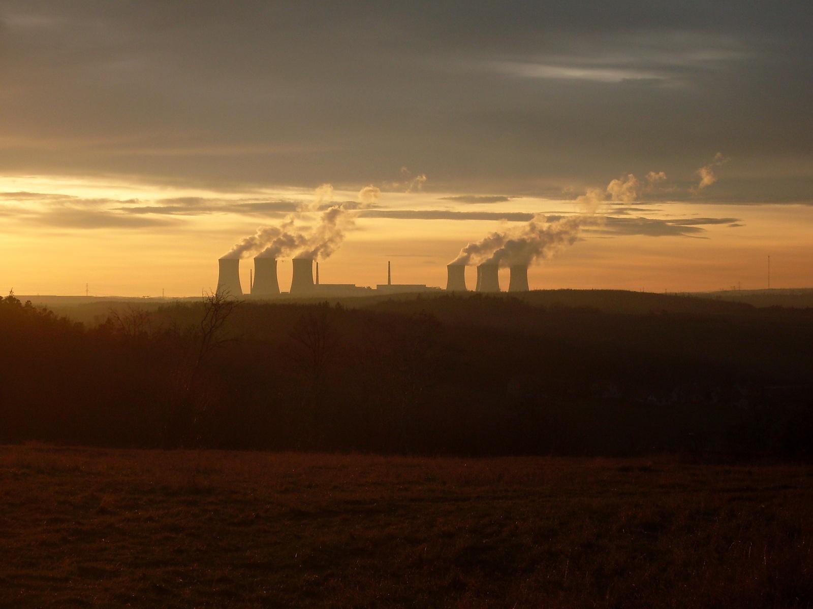 Pohled na elektrárnu z Kozénku