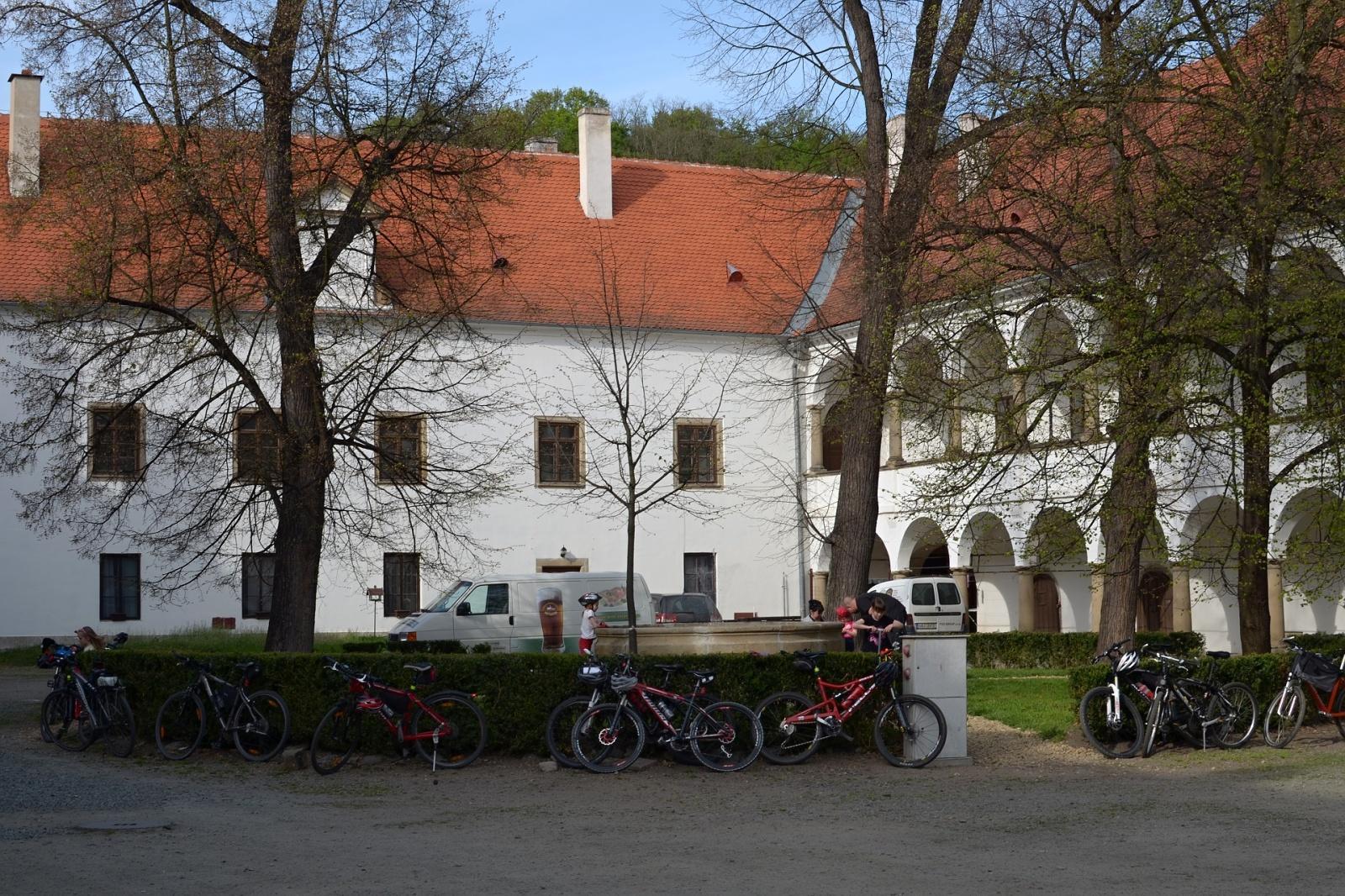 Nádvoří zámku v Oslavanech