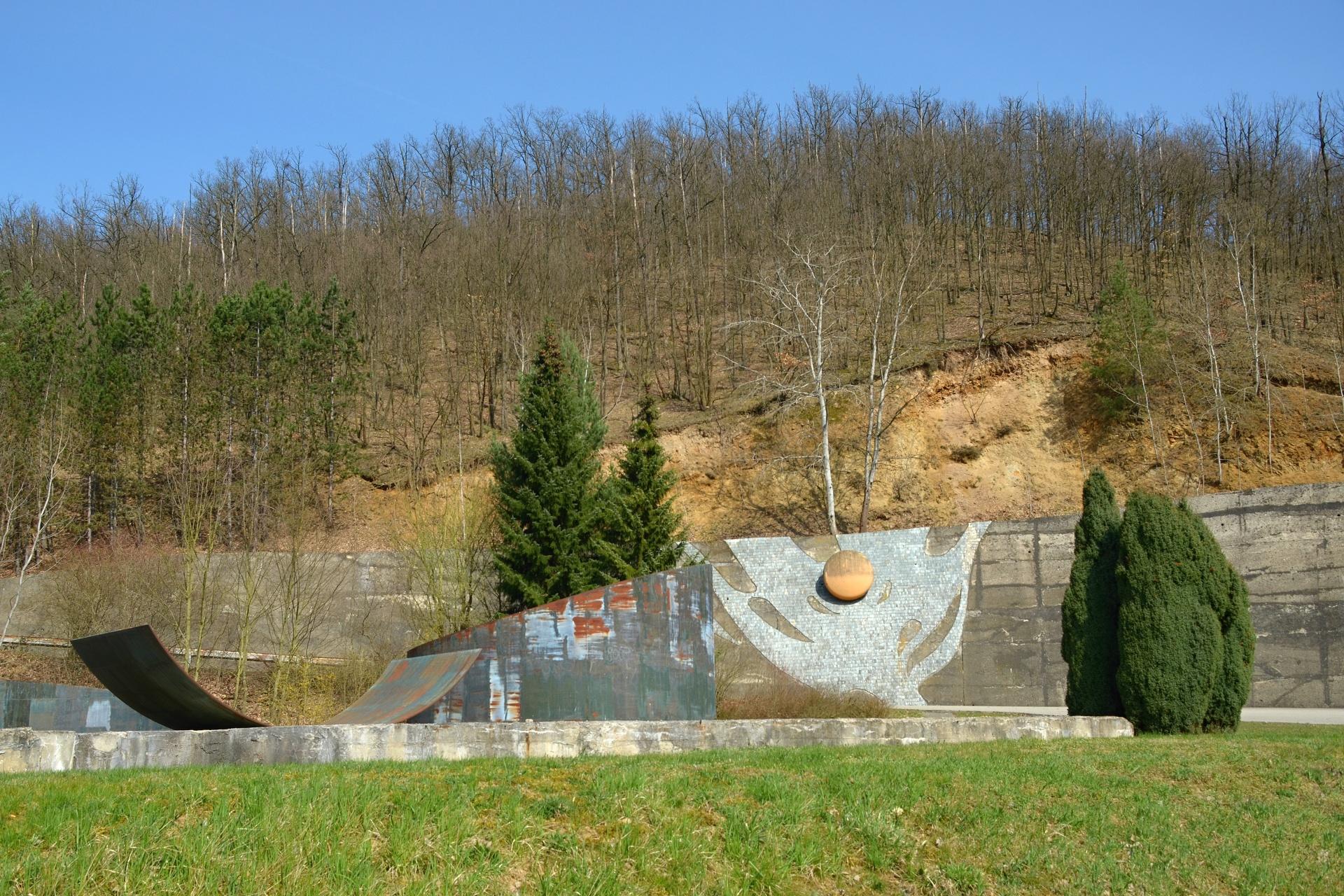 Památník u přehrady