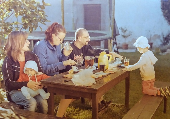 Snídaně za zahradě (Kodak Gold)
